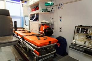 Equipamiento del interior de una ambulancia
